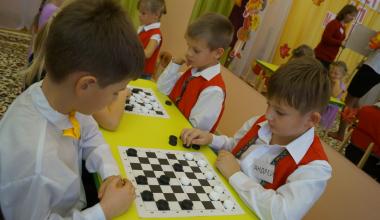 В районе стартует новый сезон по шашкам среди дошкольников