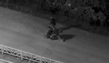 Впали в детство: веловоры поехали кататься на угнанном четырёхколёсном велосипеде и самокате
