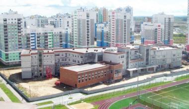 На стройплощадке второй очереди школы № 23 приступили к фасадным работам