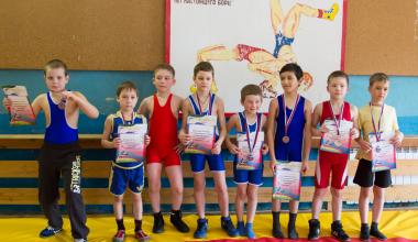 Юношеская сборная Академического района заняла призовые места на соревнованиях по вольной борьбе