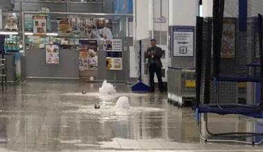 Из-за потопа временно закрылся торговый центр «Лента»