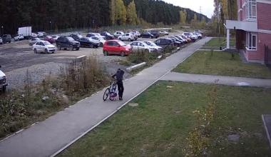 Молодой вор увёл из подъезда сразу два велосипеда