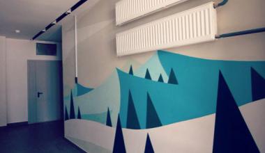 Курс на цвет! В подъездах нулевого квартала разрисовали стены