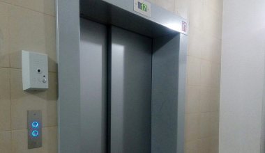 Лифт в доме на ул. Рябинина должен заработать на следующей неделе после двух месяцев простоя