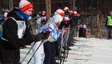 «Разогреем этот лес! Раскачаем лыжню!» 700 человек пришли на «Лыжню России» в Академическом