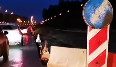 Академический стоит в пробках из-за ремонта на кольце Серафимы Дерябиной и Объездной дороги