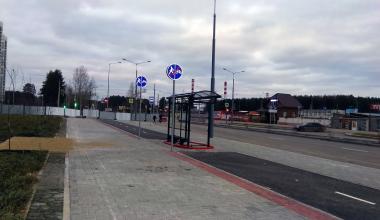 В Академическом автобусную остановку установили на велодорожку
