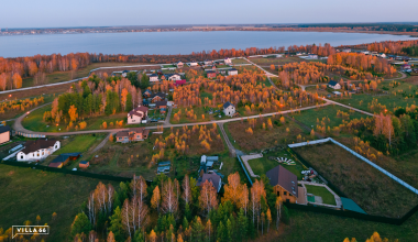 Рыбалка, свой пирс, отличный вид: сотка земли на берегу озера в готовом посёлке стоит 44 000 рублей
