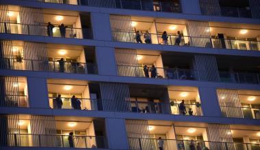 Сегодня в 16:00 академчане выйдут на балконы, чтобы поаплодировать врачам
