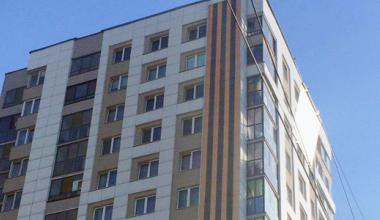 Растянули Георгиевскую ленту: дом на перекрёстке Де Геннина и Краснолесья украсили ко Дню Победы