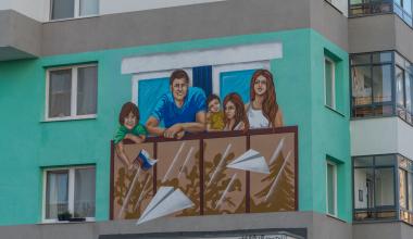 Граффити с изображением семьи в период самоизоляции появилось в первом квартале Академического