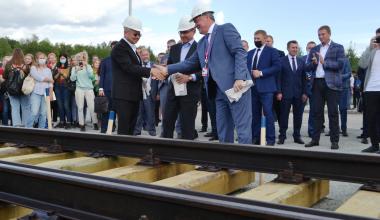 В добрый путь: в Академическом заложили первую шпалу будущей трамвайной линии