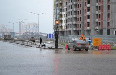 Часть дороги улицы Шаманова закрыта