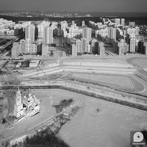 Преображенский парк и каток на Патрушихе на фоне нулевого квартала Академического с высоты птичьего полета
