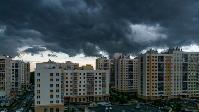 Хмурое небо над домами второго квартала