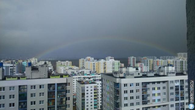 Радуга после дождя над вторым кварталом района. Фотография из нашей группы ВКонтакте