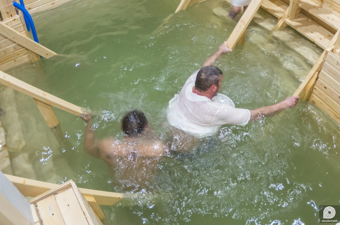 В Академическом прошли Крещенские купания