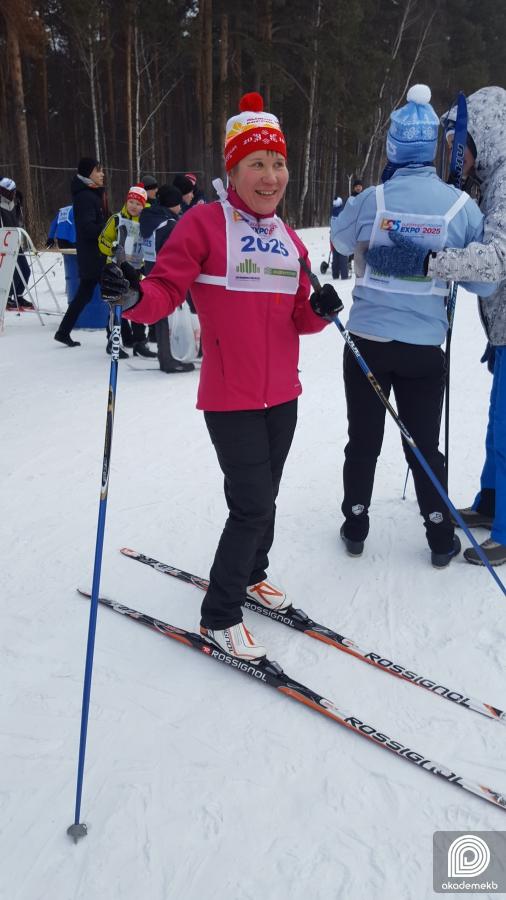 «Разогреем этот лес! Раскачаем лыжню!» 700 спортсменов пришли на «Лыжню России» в Академическом