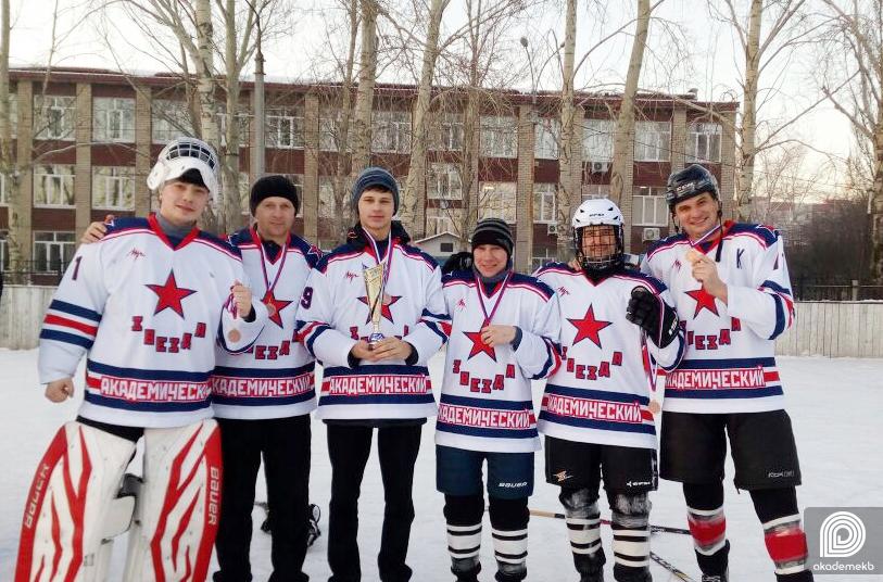 «Звезда» ослепила «Ястребов»: команда из Академического выиграла бронзу АХЛ