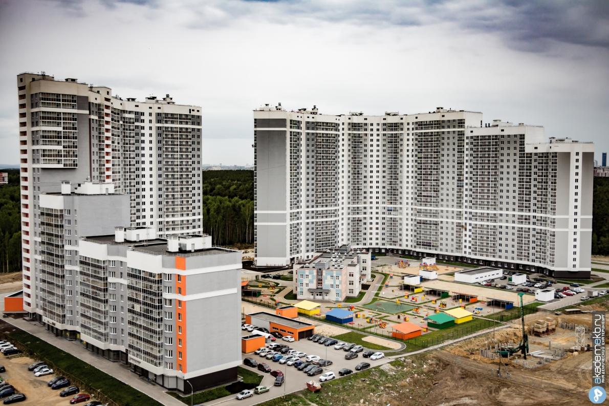 «Плачу ипотеку за квартиру, которой нет!» Жители Полесья-2 вышли на митинг против УрО РАН