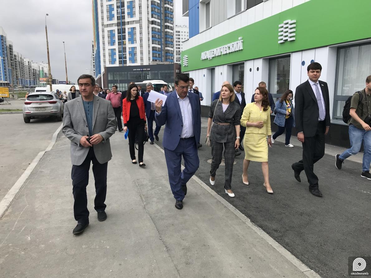 Депутаты в Академическом обсудили ледовую арену, училище олимпийского резерва и восьмой район