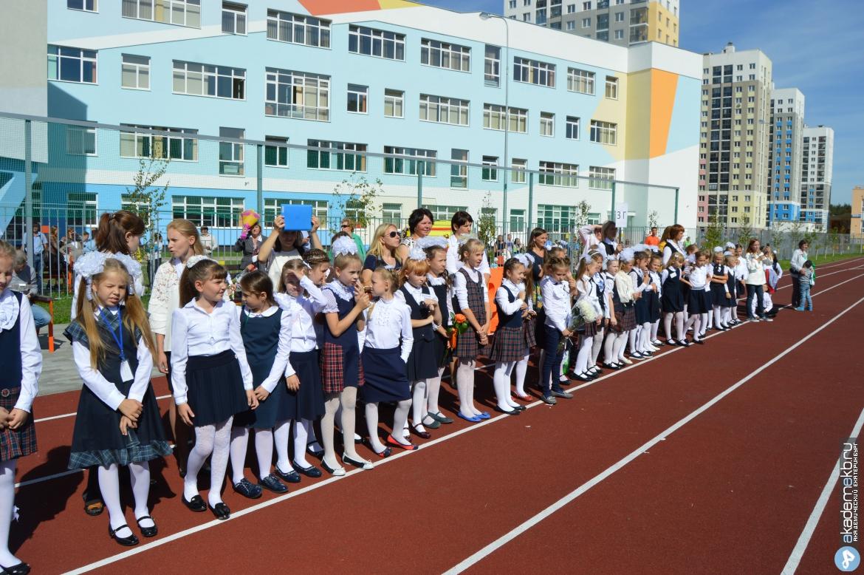 Сотни детей из Академического остались без мест в районных школах