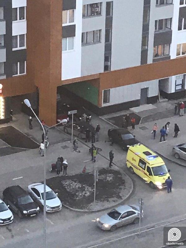 «Пронеслась мимо и сама влетела»: в Академическом сбили девушку на электросамокате