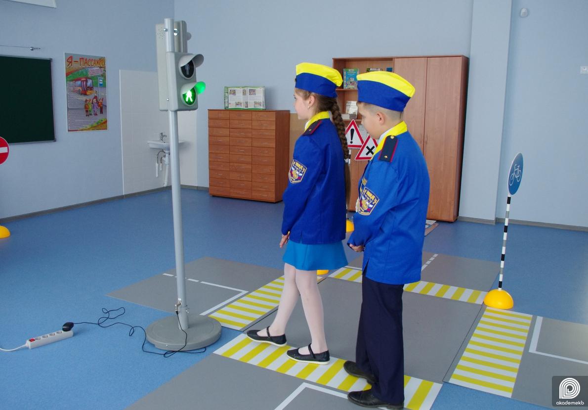 К летним каникулам готовы: в школе №23 ученики получают знания в кабинете «Светофор»