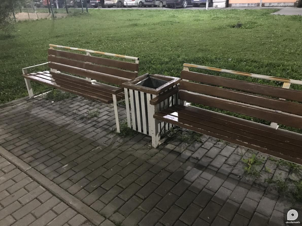 По просьбе жителей администрация установит на улицах района новые урны