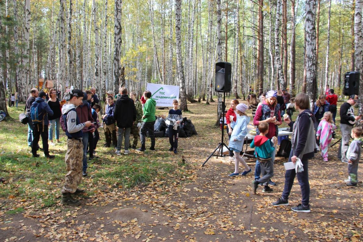 На субботнике в Берёзовой роще жители собрали 200 мешков мусора