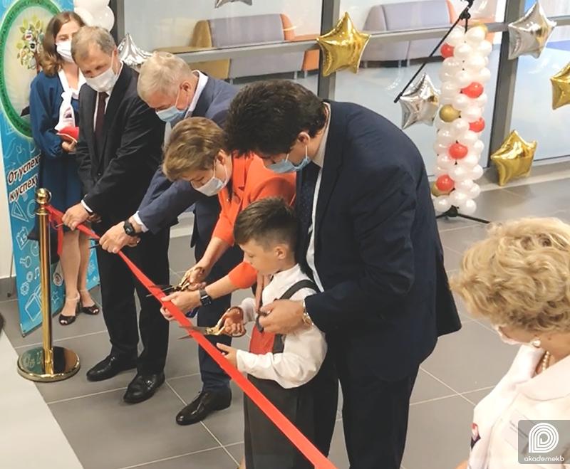 В 26 квартале торжественно открыли школу № 79