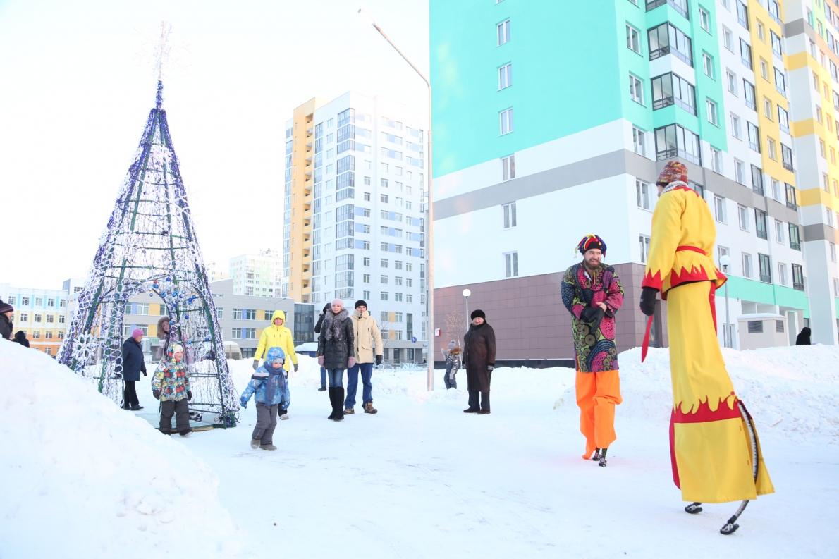 В Академическом 500 дедов морозов зажгли огни на главной елке
